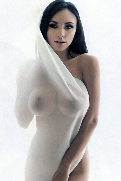 Malika, beurette aux gros seins