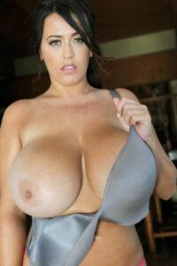 Agathe, une ronde avec des gros seins